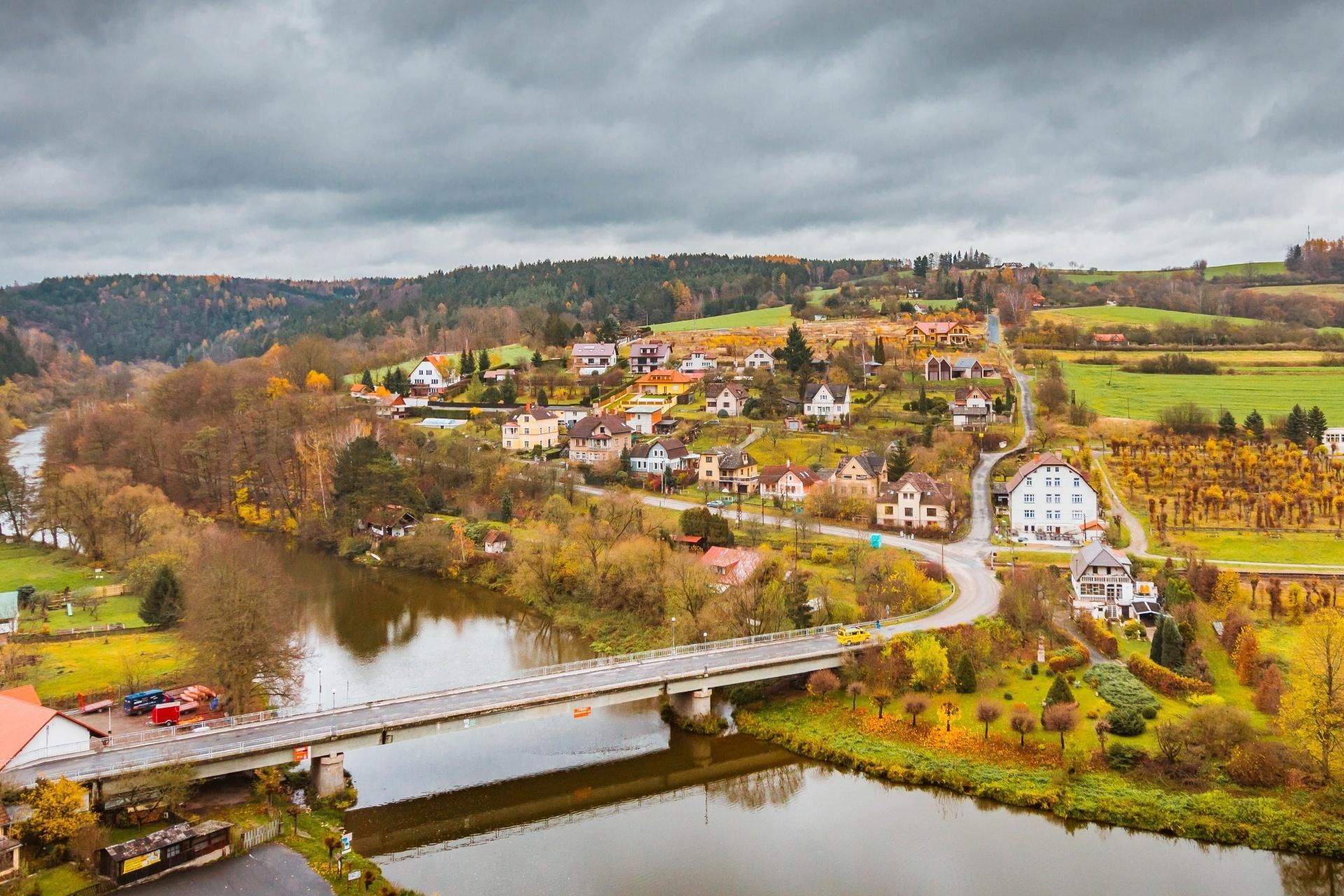 チェスキー シュテルンベルク城からの眺め 秋の風景 チェコの風景