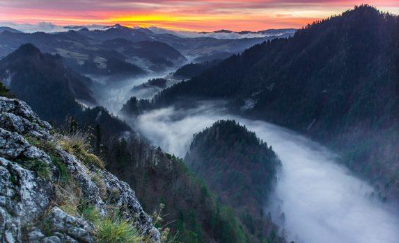 ピェニヌィ山地の朝の風景 ポーランドの風景