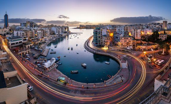 夜明けのセント・ジュリアンとスピノーラ湾の風景 マルタの風景
