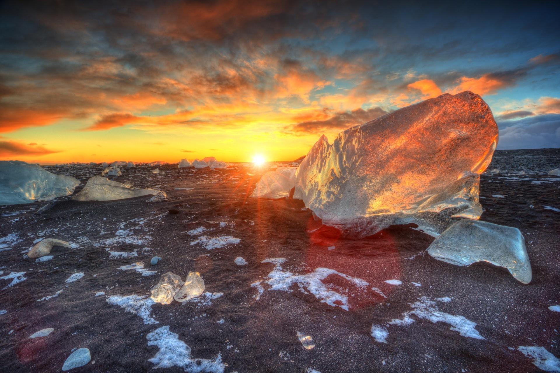 夕陽とダイヤモンドビーチ アイスランドの風景