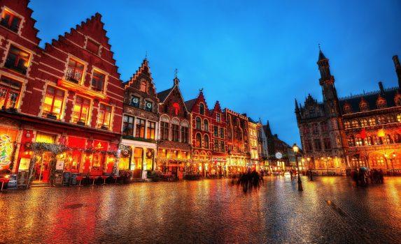クリスマス時期のマルクト広場 ブルージュ ベルギーの風景