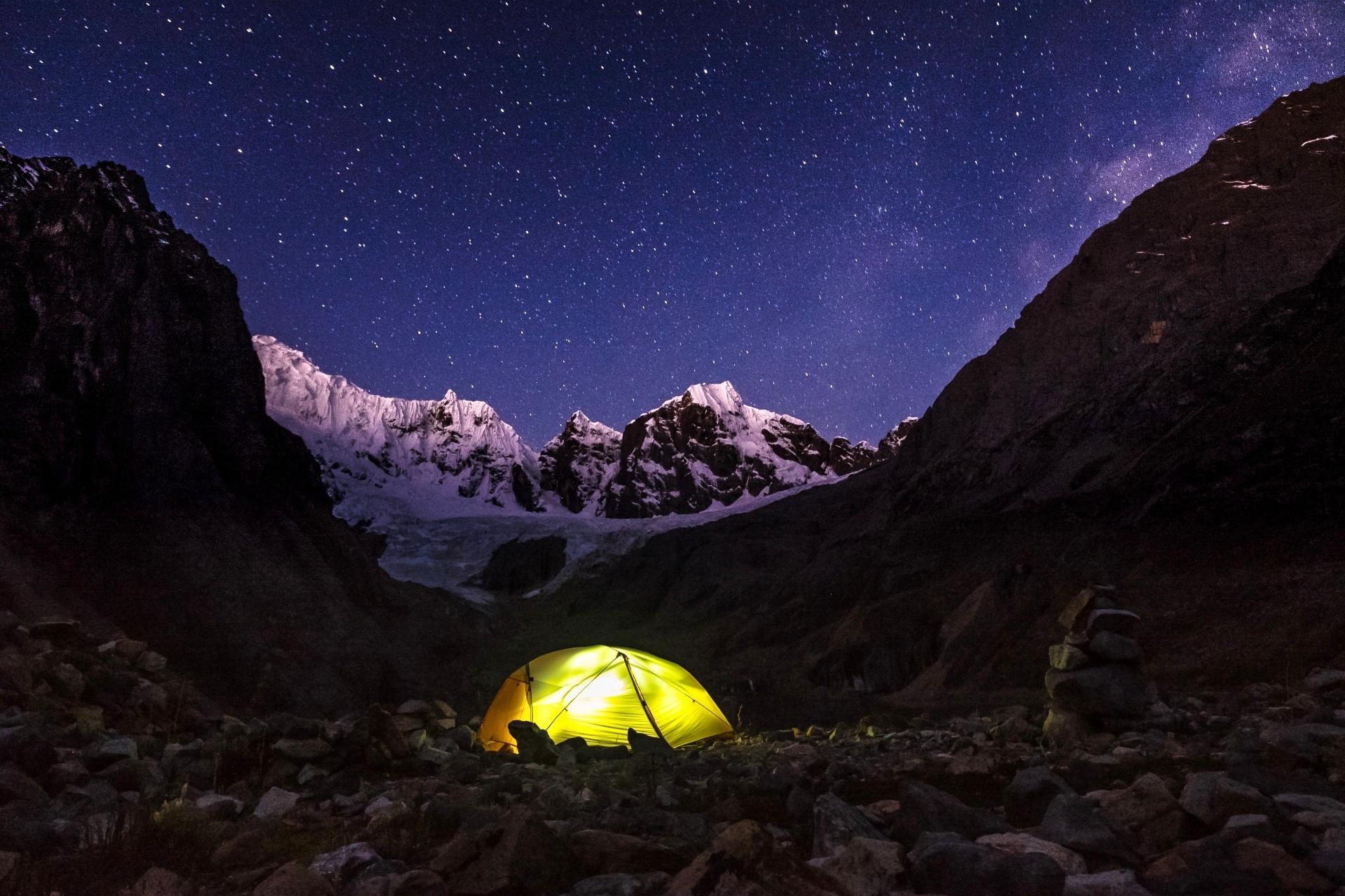 フラウ湖そばのコルディジェラ・ウアイウアス山脈 ペルーの風景