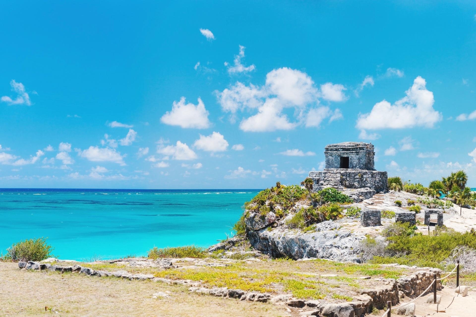 メキシコのトゥルムにあるマヤ遺跡と美しいカリブ海岸