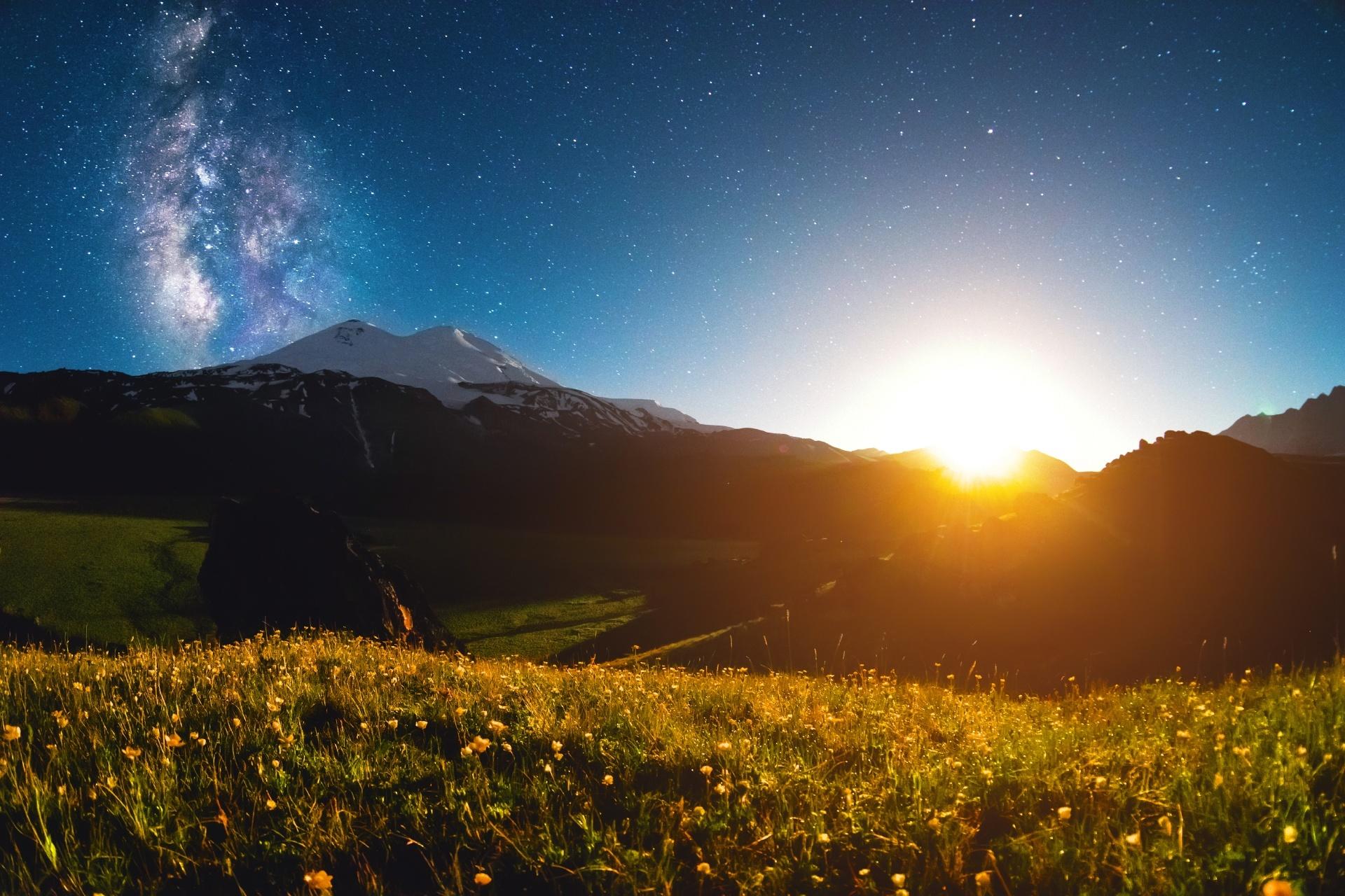 エルブルス山の夜の風景 ロシアの風景