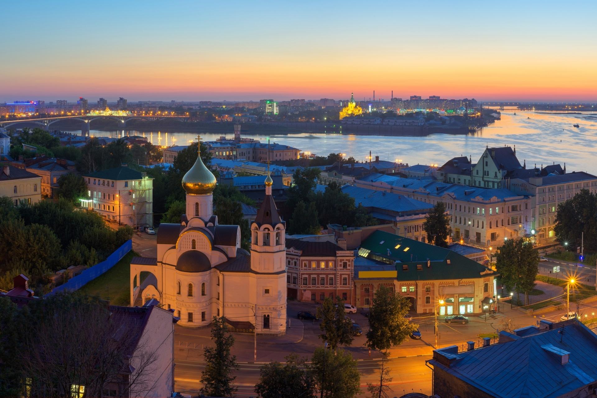 夕暮れ時のニジニ・ノヴゴロドの町並み ロシアの風景