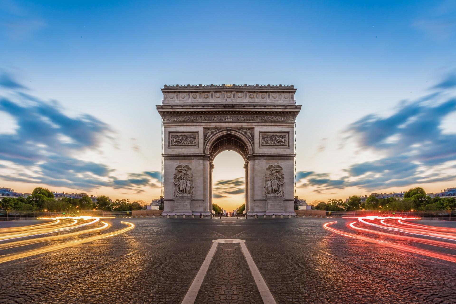 パリ 夕暮れ時のシャンゼリゼ フランスの風景
