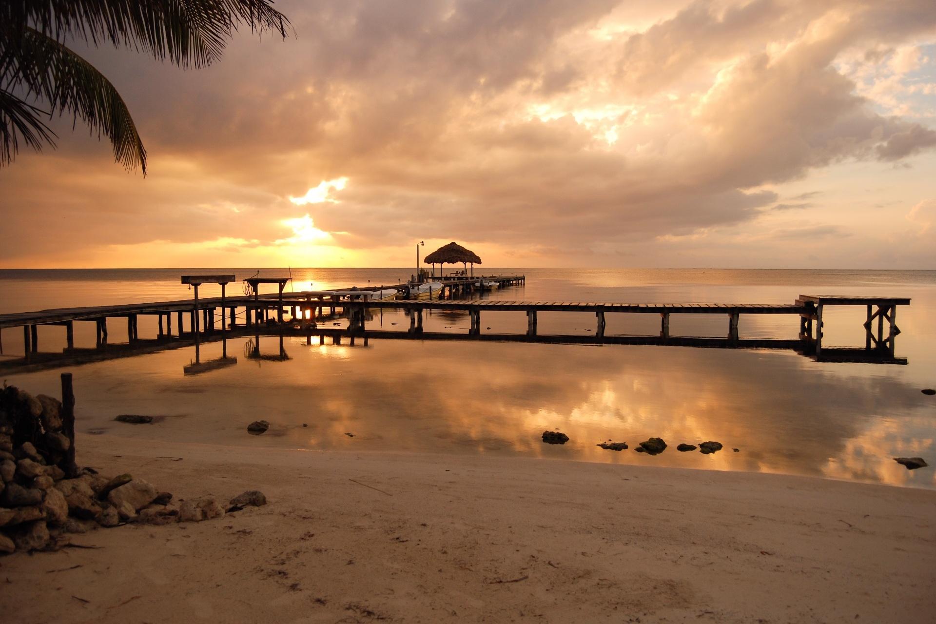 海岸の日の出の風景 ベリーズの風景
