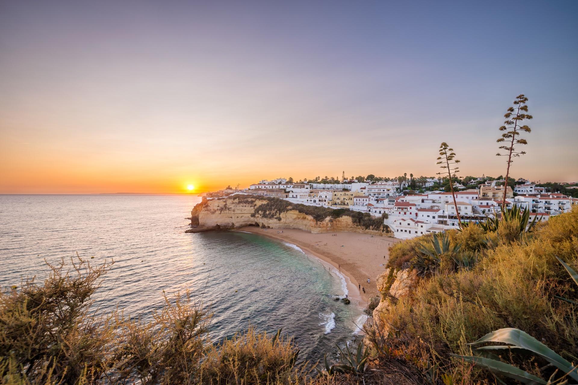 アルガルヴェの海岸の日没風景 ポルトガルの風景