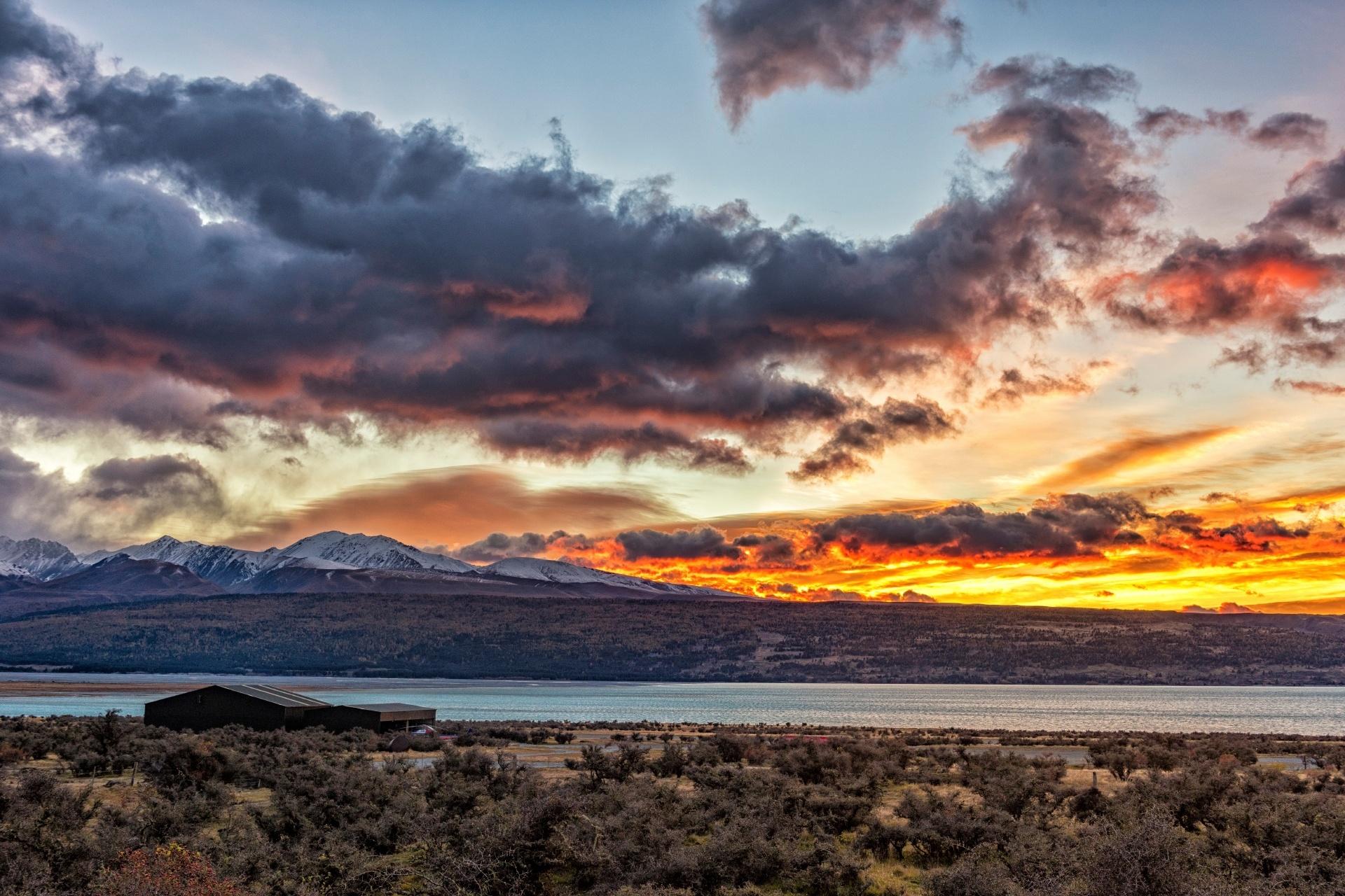 ニュージーランド南島 秋の夕日の風景 マウントクックとプカキ湖
