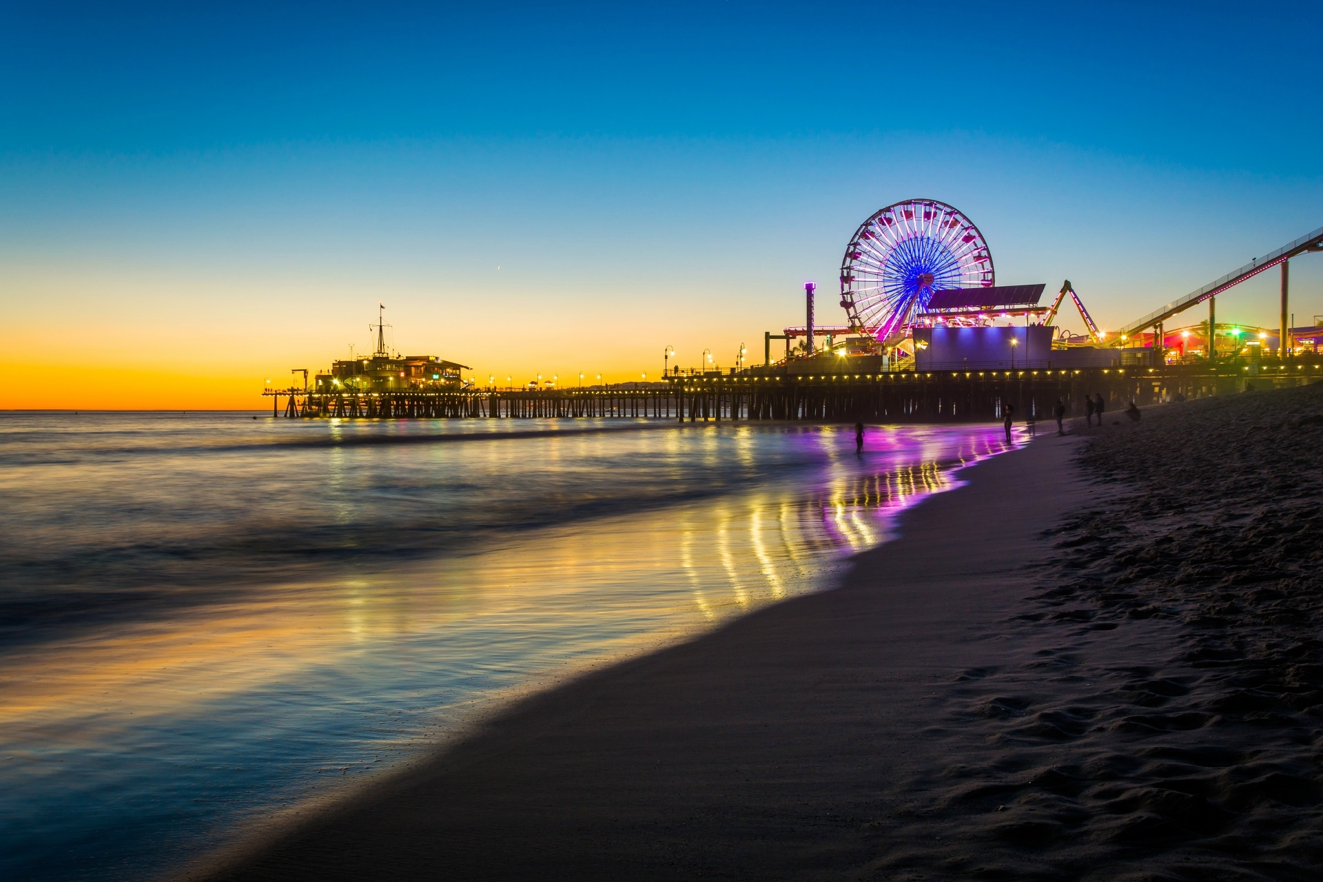 サンタモニカ ピアの夕暮れ サンタモニカ カリフォルニア アメリカの風景