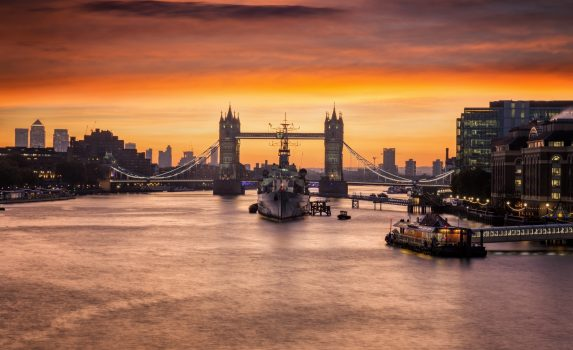 日の出前のタワーブリッジ ロンドンの風景 イギリスの風景