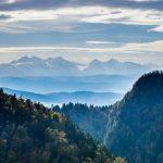 夜明けのタトラ山脈、ピェニヌィ山地の風景