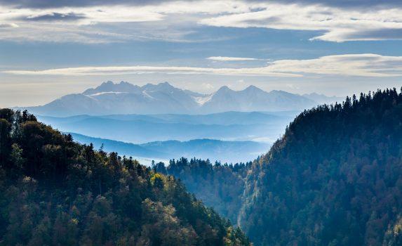 朝のタトラ山脈、ピェニヌィ山地の風景 ポーランドの風景