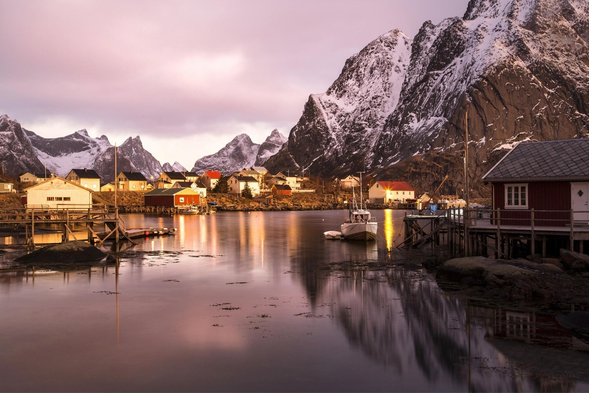 ロフォーテン諸島の朝の風景 ノルウェーの風景