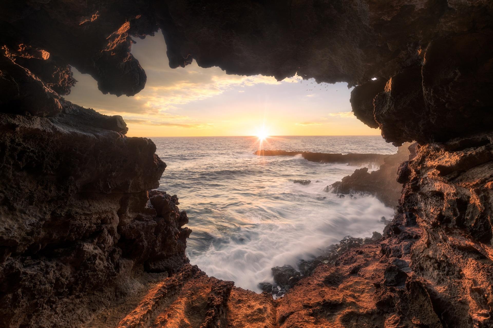 チリ イースター島 アナ・カケンガから見る夕日