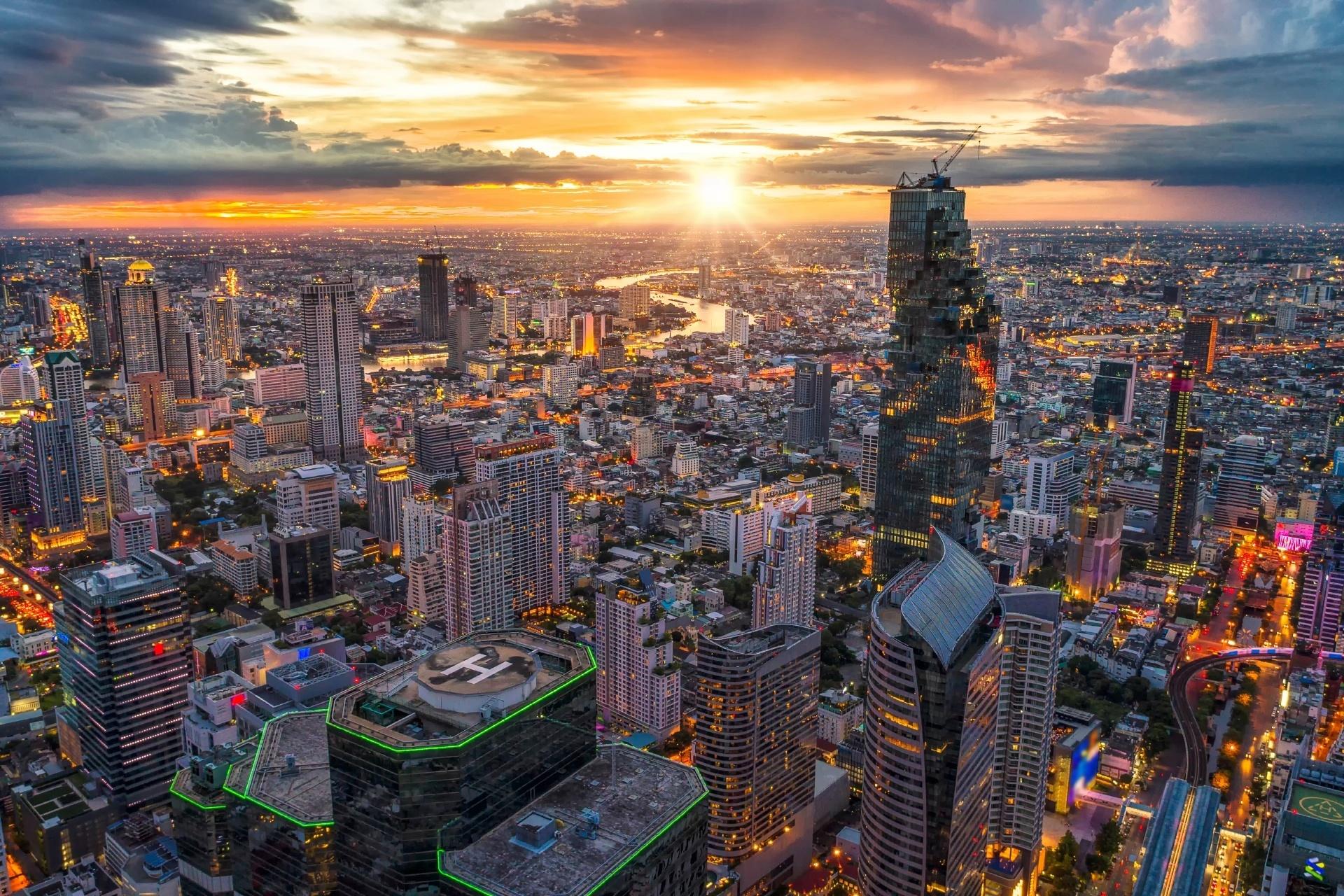 バンコクの夕暮れの風景 夕暮れ時のバンコクの町並み タイの風景
