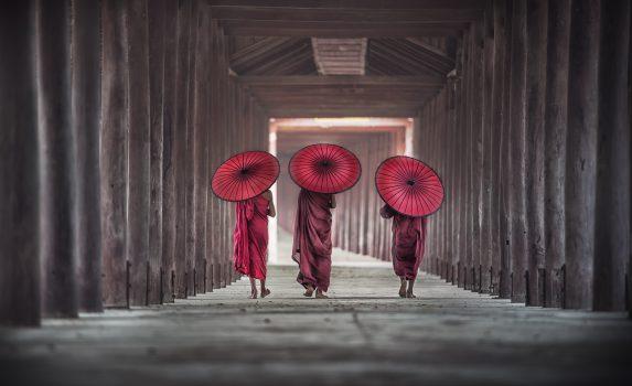 3人の修行僧 ミャンマー