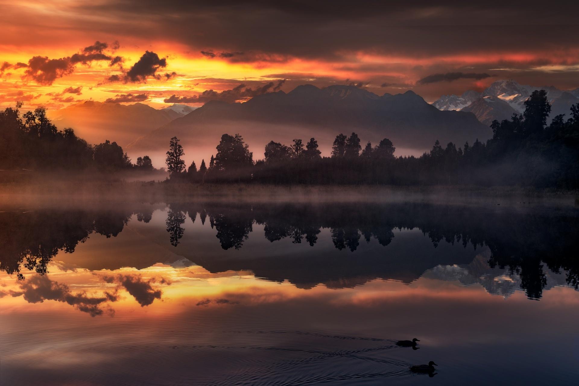 ニュージーランド南島 マセソン湖の朝の風景