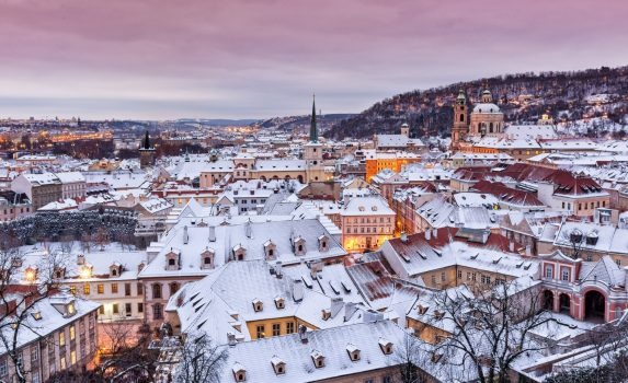 冬のプラハ 雪の町並み チェコの風景