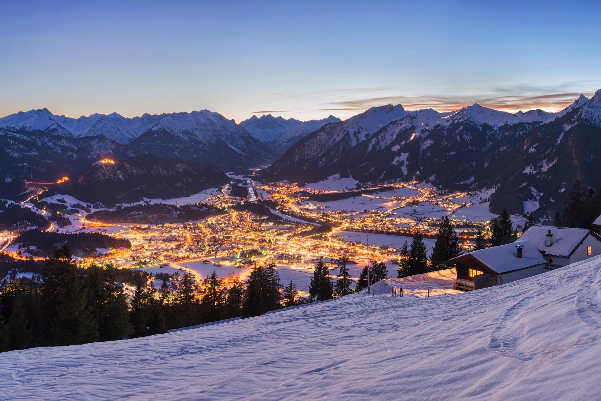 チロル ロイテの夜の風景 オーストリアの風景