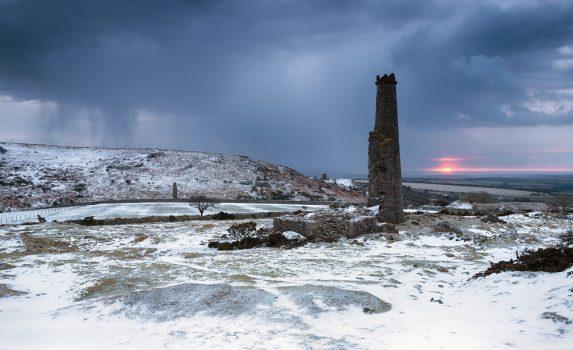 コーンウォール ボドミン・ムーアの冬の嵐の朝の風景 イギリスの風景