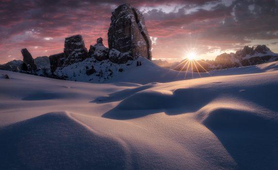 冬のドロミテの朝 イタリアの風景
