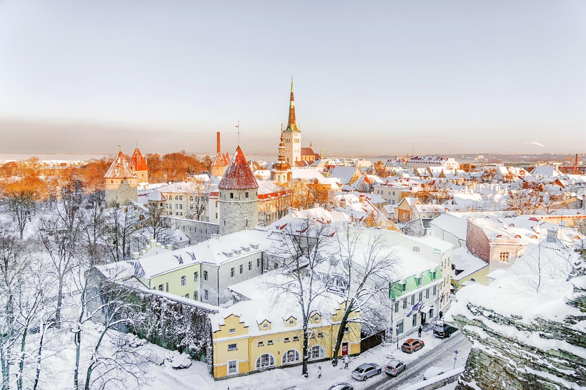 エストニア タリンの冬の朝の風景