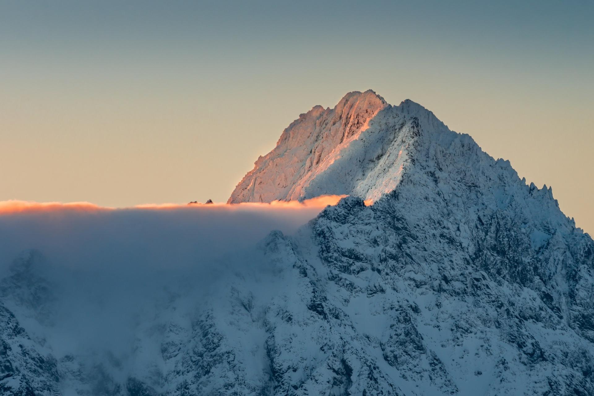 ゲルラホウスキー山の冬の朝 スロバキアの風景