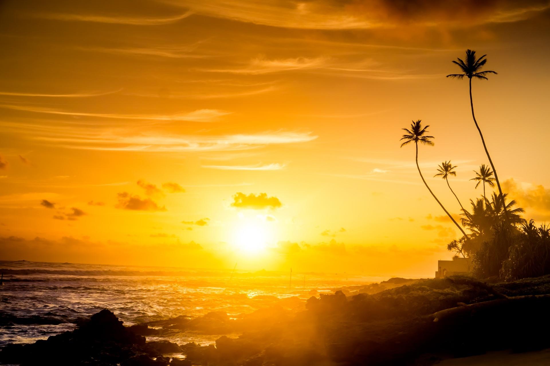 夕焼けのビーチ スリランカの風景