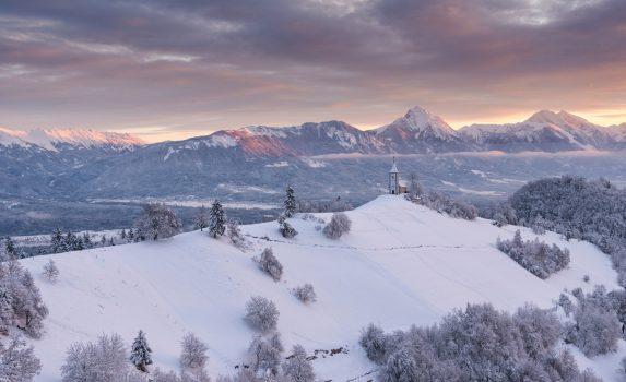 美しい冬の朝の風景 スロベニアの風景