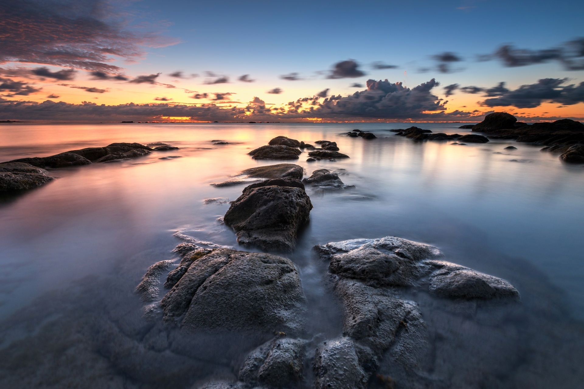 マレーシア サバ州クダッ 日没の海の風景