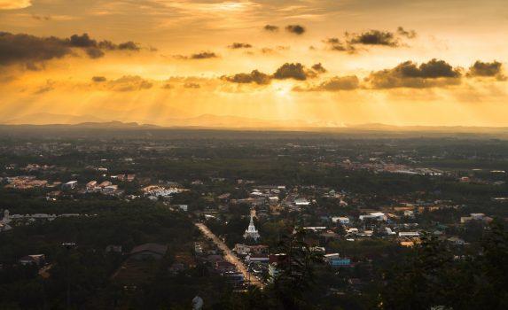 ハジャイの美しい夕暮れ タイの風景