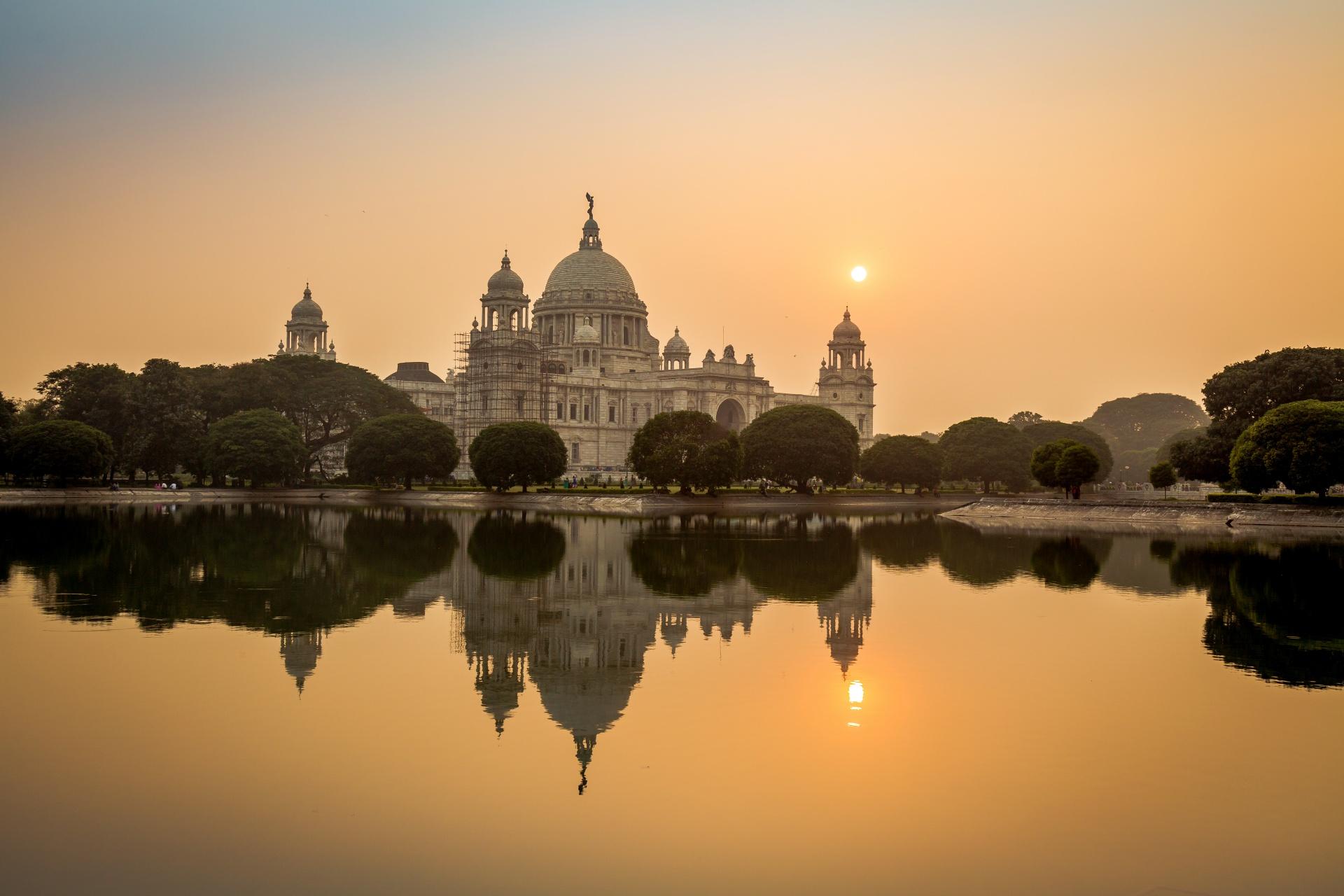 夕暮れのヴィクトリアメモリアルホール インドの風景