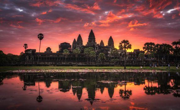 アンコールワット 美しい日の出の風景 カンボジアの風景