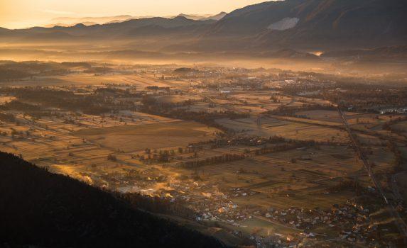 スロベニアの田園地帯の日の出の風景 スロベニアの風景