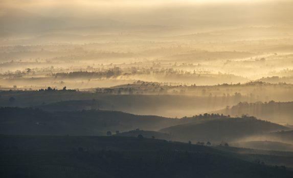 朝の渓谷 ベトナムの風景