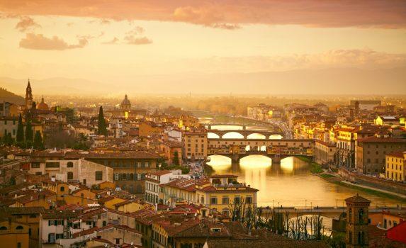 夕暮れのヴェッキオ橋 イタリアの風景