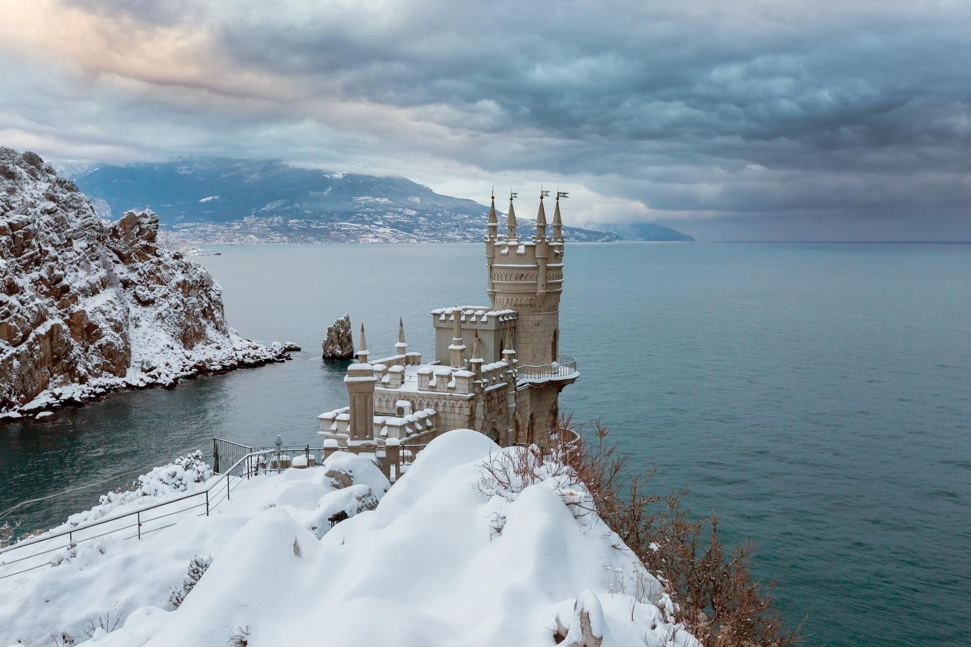黒海に面した建つ「ツバメの巣城」