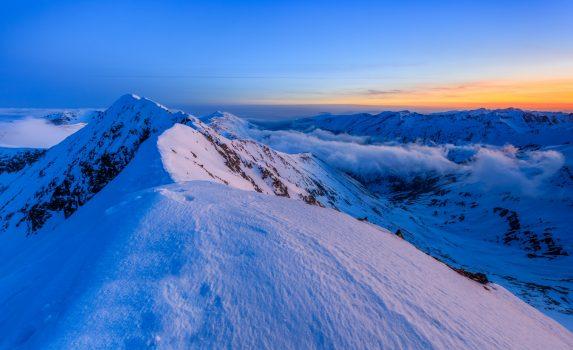 真冬のモルドベアヌ山 薄明の風景 ルーマニアの風景
