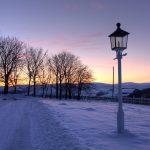 トーモア蒸留所 真冬の夕暮れの風景