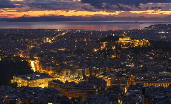 リカヴィトスの丘から眺める日没のアクロポリスとアテネの町並み ギリシャの風景