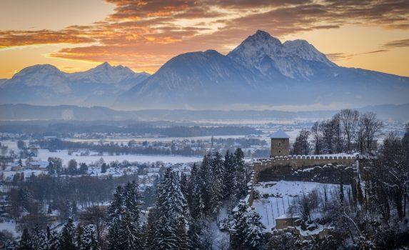 ザルツブルク 夕暮れの冬山の風景 オーストリアの風景