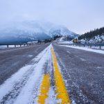 カナダ アルバータ州ロッキー山脈の道