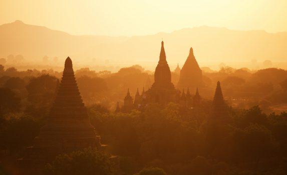 ミャンマー バガンの日の出の風景 ミャンマーの風景