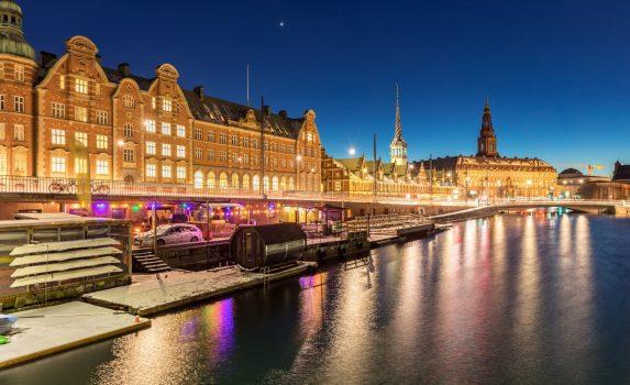 冬のコペンハーゲンのトワイライトタイム デンマークの風景
