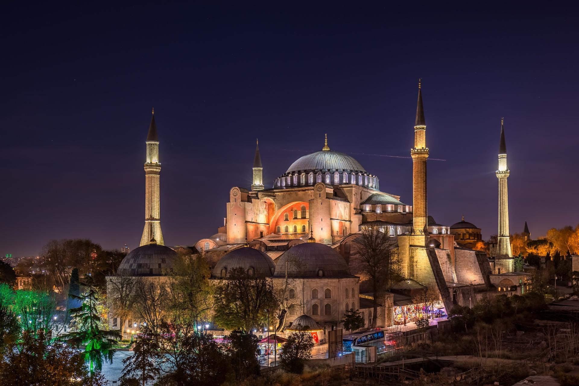夜のアヤソフィア トルコ イスタンブールの風景