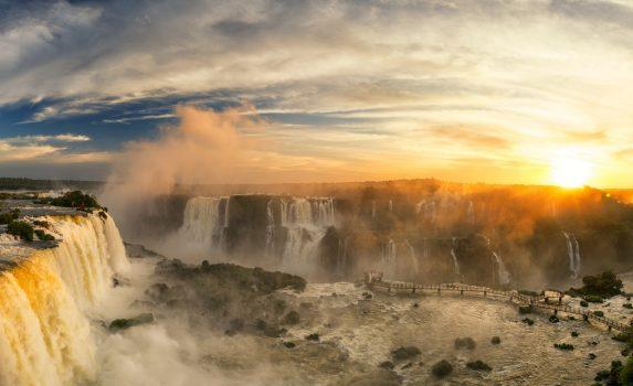 イグアスの滝の風景 ブラジルの風景