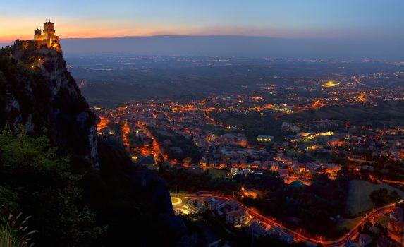 サンマリノの夜の風景 サンマリノの風景