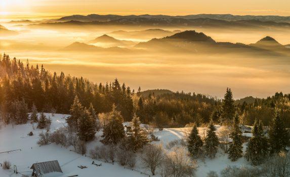 ルバン山頂からの冬の朝のパノラマ風景 ポーランドの風景