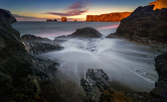 ディルホゥラエイの朝 アイスランドの風景